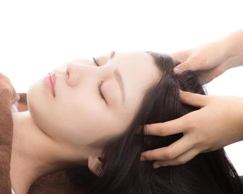 頭皮の色の種類でストレスや頭皮トラブルがわかる
