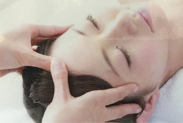 地肌の臭いや抜け毛、フケや赤い症状は大丈夫ですか?頭皮トラブルチェック